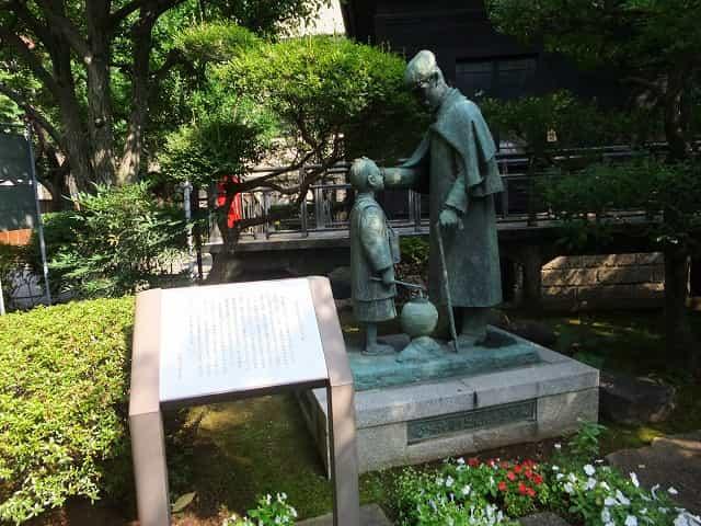 乃木公園 乃木大将と辻占売少年像