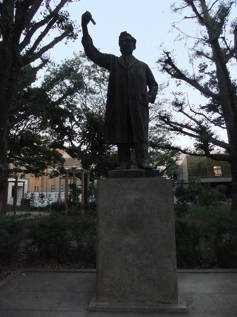 銅像・碑・墓所 野口英世像