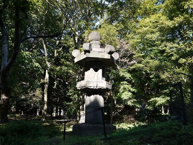 銅像・碑・墓所 お化け灯篭