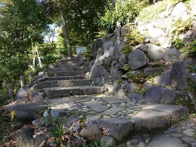 小石川後楽園 愛宕坂