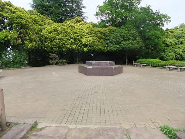 世田谷公園 タイムカプセルの丘