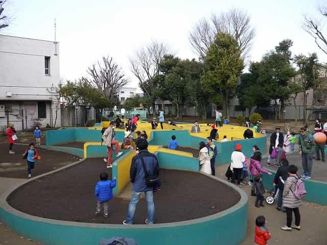 羽根木公園 迷路の遊び場
