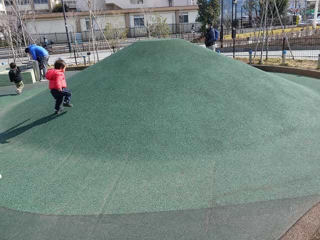 二子玉川公園 遊具の遊び場 みどりの丘の遊具