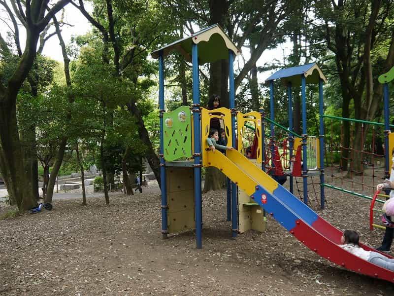 林試の森公園 幼児コーナー カラフルなすべり台