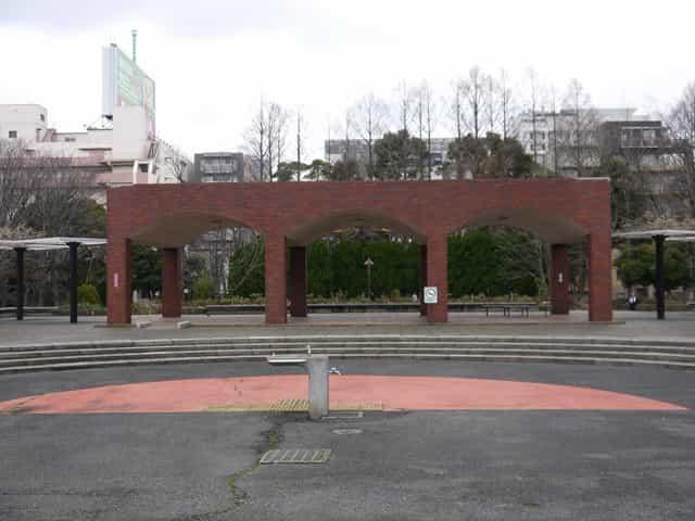 猿江恩賜公園 時計塔・中央広場