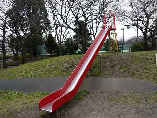 猿江恩賜公園 児童コーナー 赤いすべり台