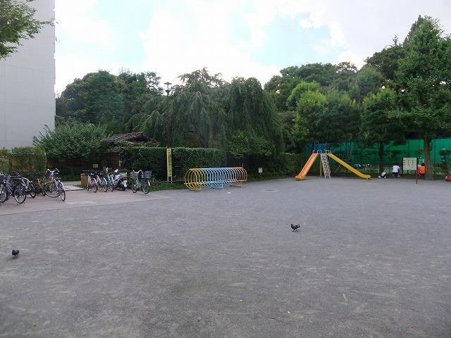 甘泉園公園 児童コーナー・甘泉園公園庭球場
