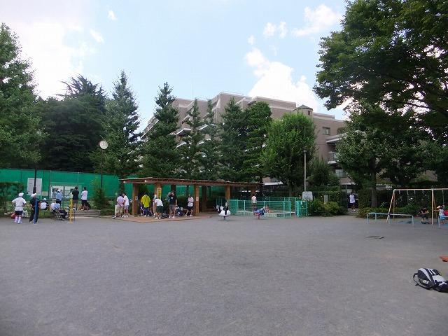 児童コーナー・甘泉園公園庭球場