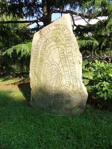 日比谷公園 古代スカンジナビア碑銘譯(ひめいやく)