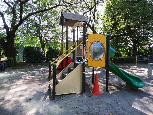 千鳥ヶ淵公園 カラフルな遊具
