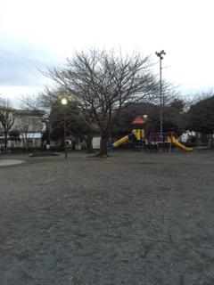 東林みなみ公園 少し大きめの公園で、ボール遊びもokなので、夕方頃になると、サッカーやキャッチボールをする子どもたちの姿も・・!休みの日には、親子でボール遊びをしている姿も、時々見られますよ^^