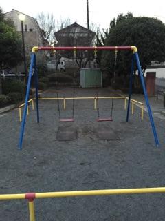 東林みなみ公園 遊具は、昔から変わらす人気すぎるブランコ!日中は、小さい子どもたちで取り合いになる事もしばしば・・