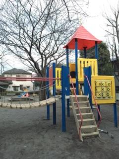 東林みなみ公園 大きめの遊具は小さい子から小学生、中学生にも大人気!最近は、公園で遊ぶ子どもの姿もあまり見られなくなっていますが、ここの公園は朝から夕方まで子どもたちに親しまれています!