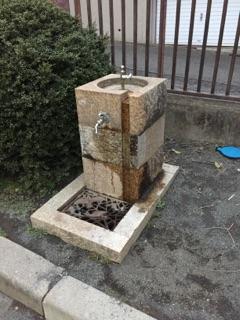 上鶴間さつき公園 3)水道があるので遊んだ後の手洗いは完璧!