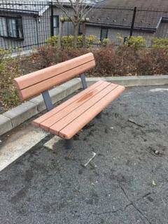上鶴間さつき公園 4)ベンチが設置してあるので学校帰りの子どもたちが座っておしゃべりする姿も!