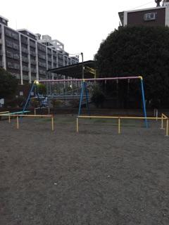 東林間公園 みんなが大好きなブランコは大きめのものが設置してあります!4つもあればケンカになる事もないですよね!