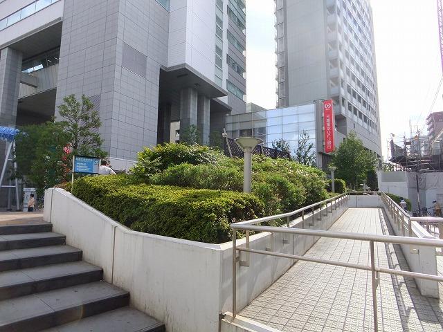 中目黒駅前街かど公園