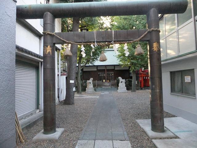 諏訪神社境内遊び場