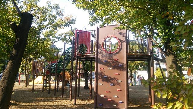 鮫洲運動公園 公園の目玉、吊り橋ツリーハウス
