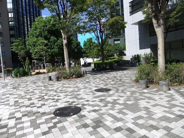 西神田けやきの広場